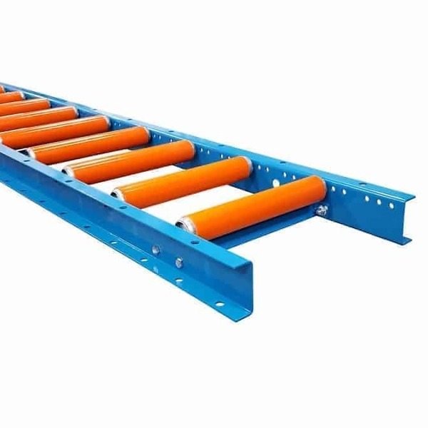 Conveyor with plastic conveyor covers
