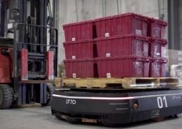 tote bins on mobile robot